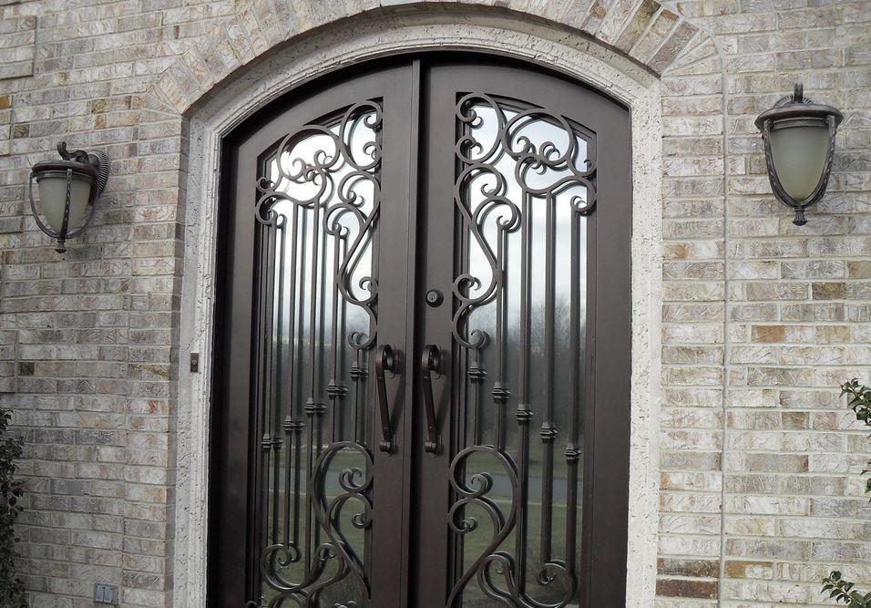 como limpiar puertas metalicas