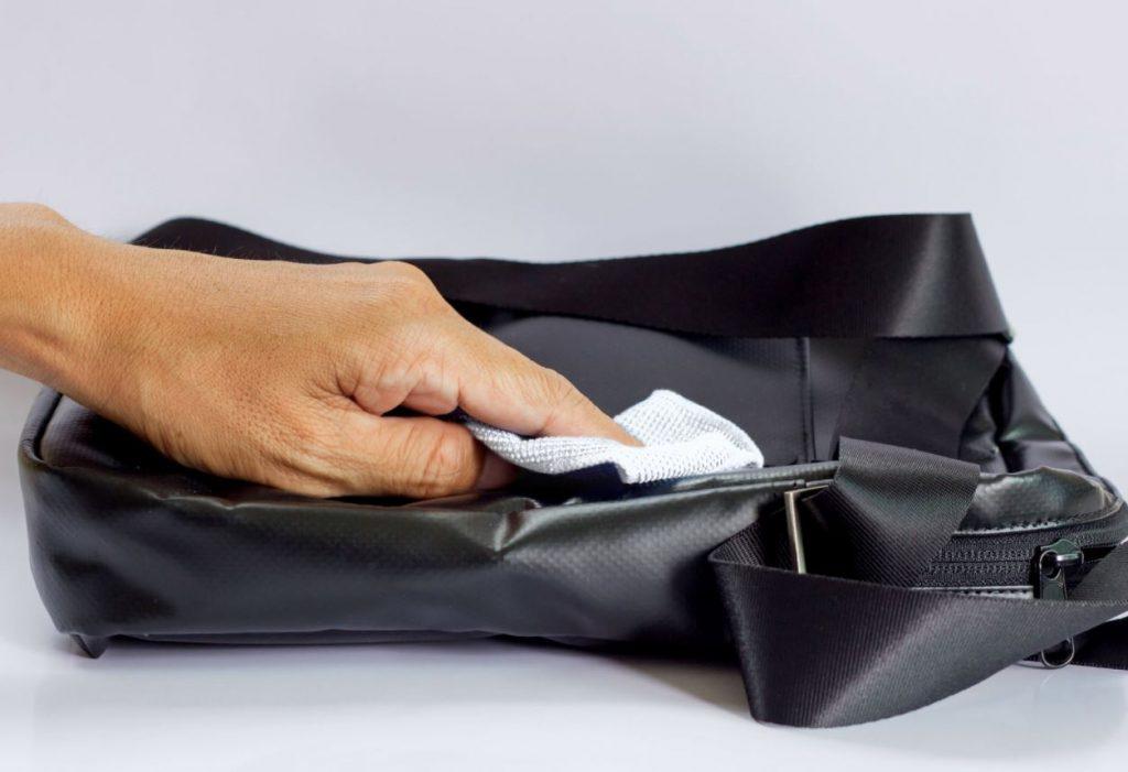 limpieza de bolso de polipiel