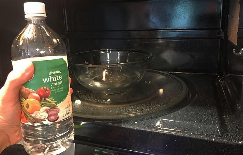 quitar el mal olor en microondas con vinagre