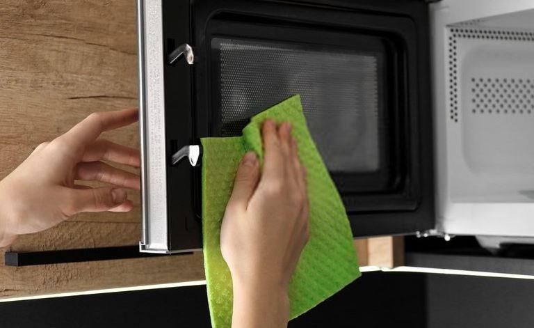 quitar mal olor en el microondas