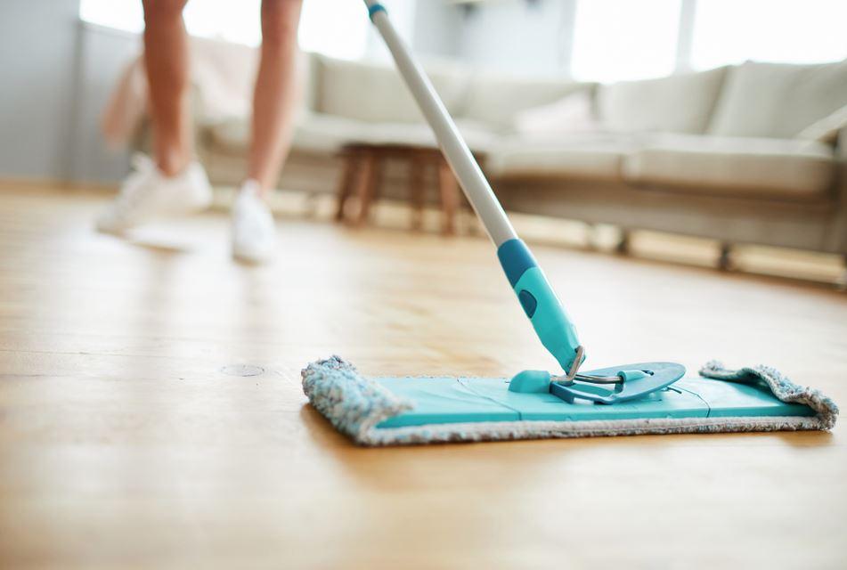 limpiar parquet con mopa
