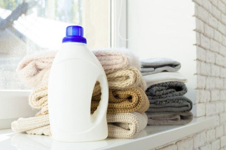 como lavar ropa muy sucia a mano