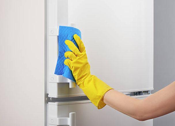 como limpiar la puerta blanca del frigorifico