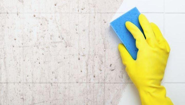 como limpiar suciedad incrustada del baño