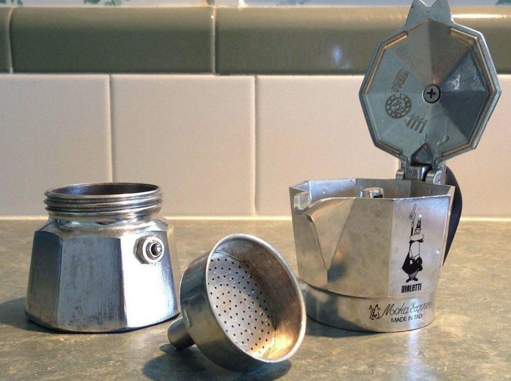 como limpiar una cafetera italiana