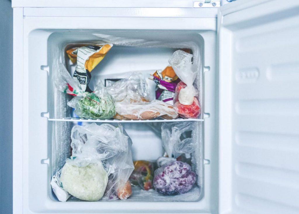 cuanto tarda en descongelarse un congelador