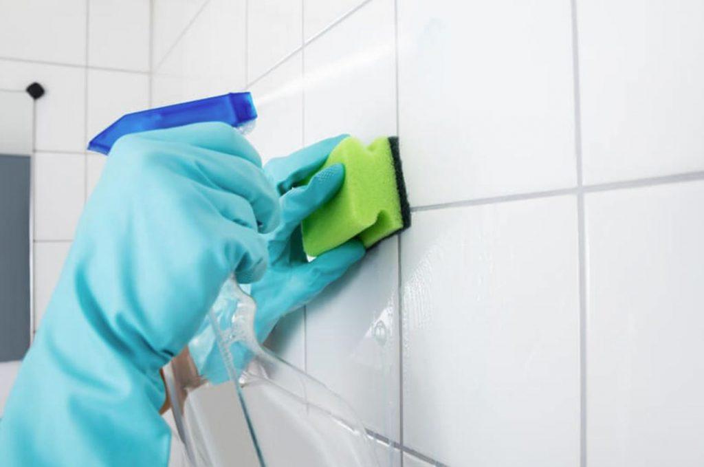 desinfectar baño completo