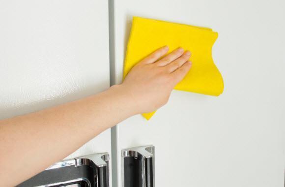 limpiar la puerta de la nevera - limpiezapedia