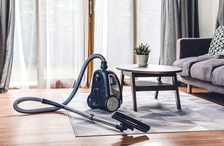 limpiar suelo de vinilo con aspiradora