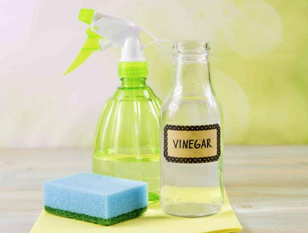 limpieza del baño con vinagre