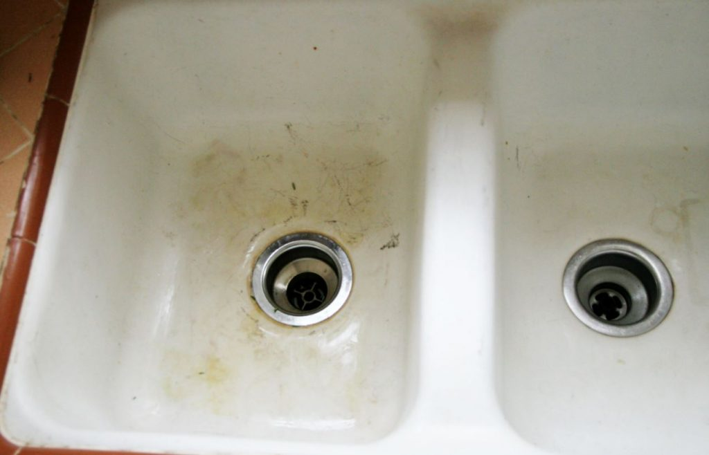limpiar fregadero porcelana