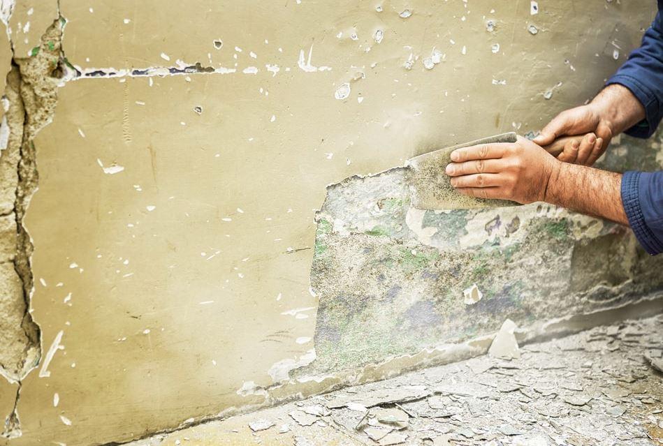 como reparar una pared exterior descascarada