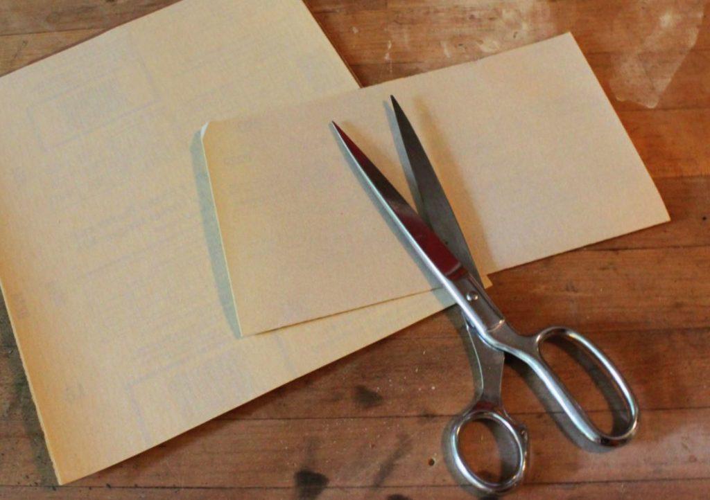 afilar tijeras con papel de lija