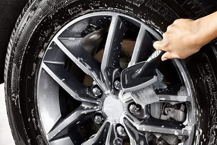 limpiar llantas del coche