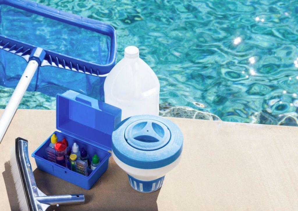 como mantener la piscina limpia en invierno