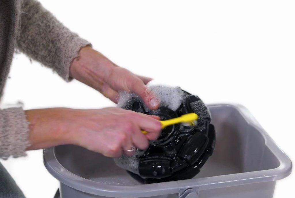 limpiar ruedas carrito bebe