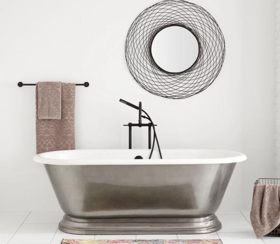 bañera de hierro antigua