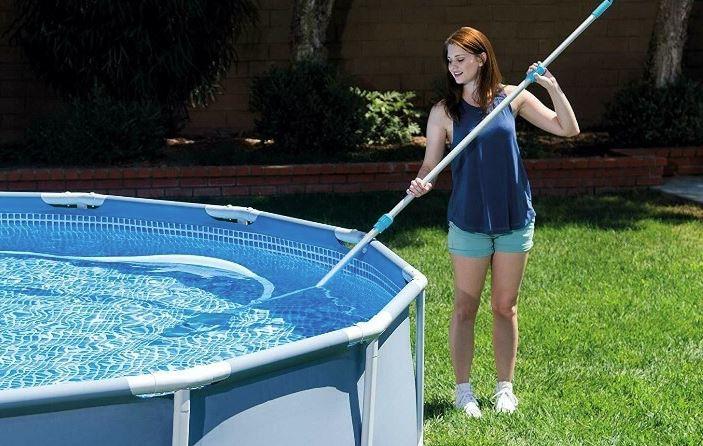 cómo se limpia una piscina desmontable
