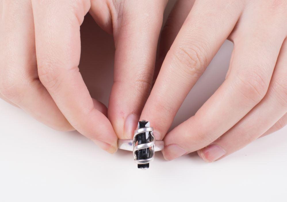 como limpiar joyas de acero quirúrgico