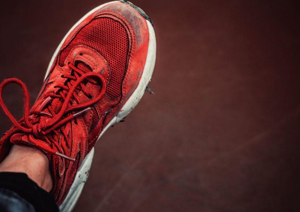como limpiar la goma blanca de las zapatillas deportivas