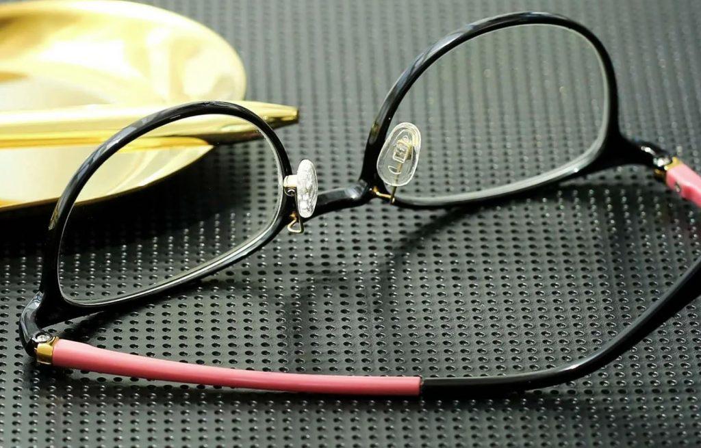 como limpiar las almohadillas de las gafas