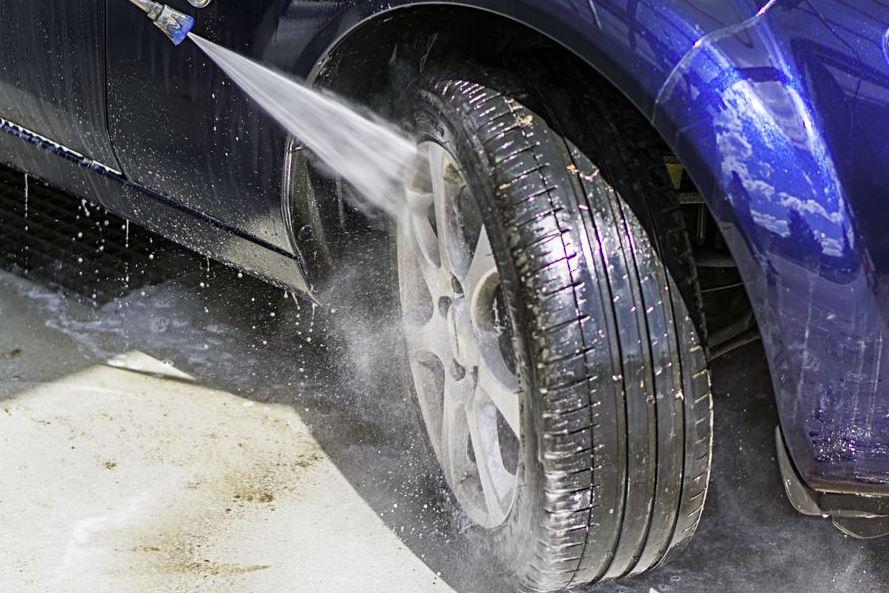 como limpiar llantas coche