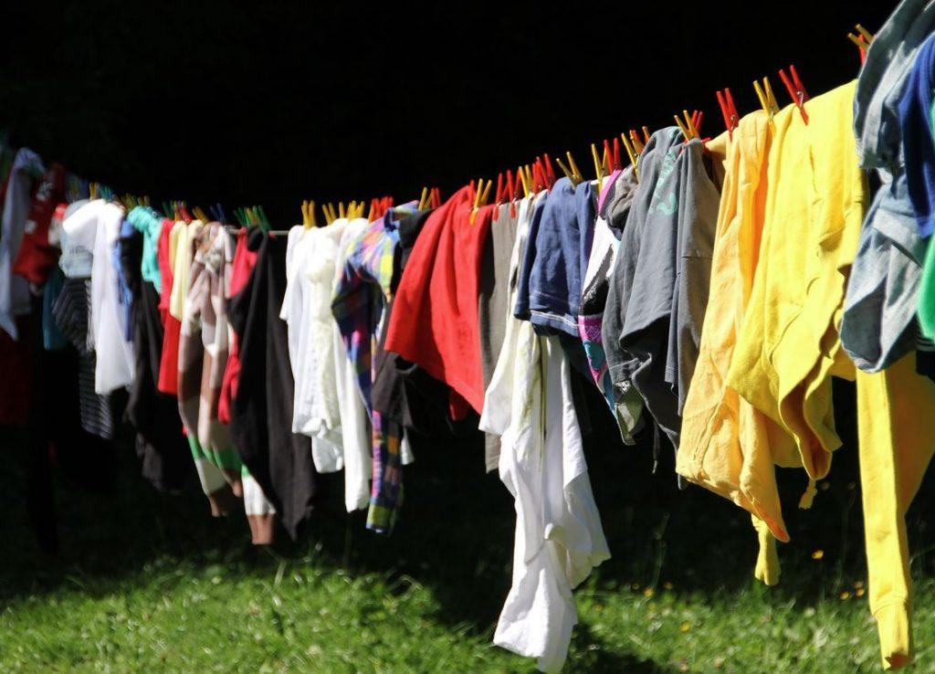 como sacar el alquitrán de la ropa