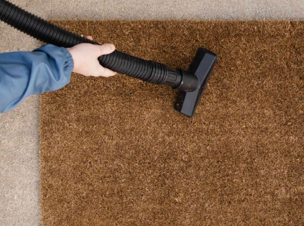 como se limpia una alfombra de fibra de coco