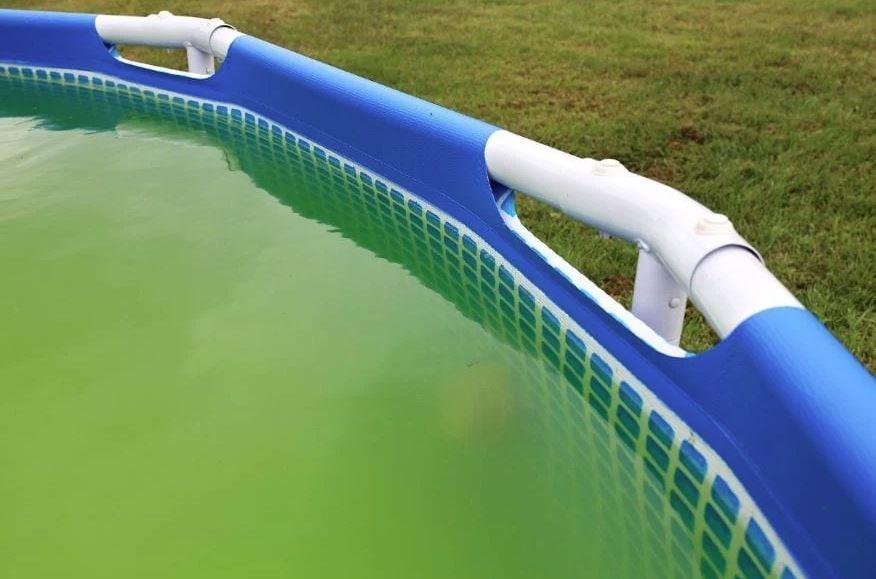 el agua de mi piscina esta turbia