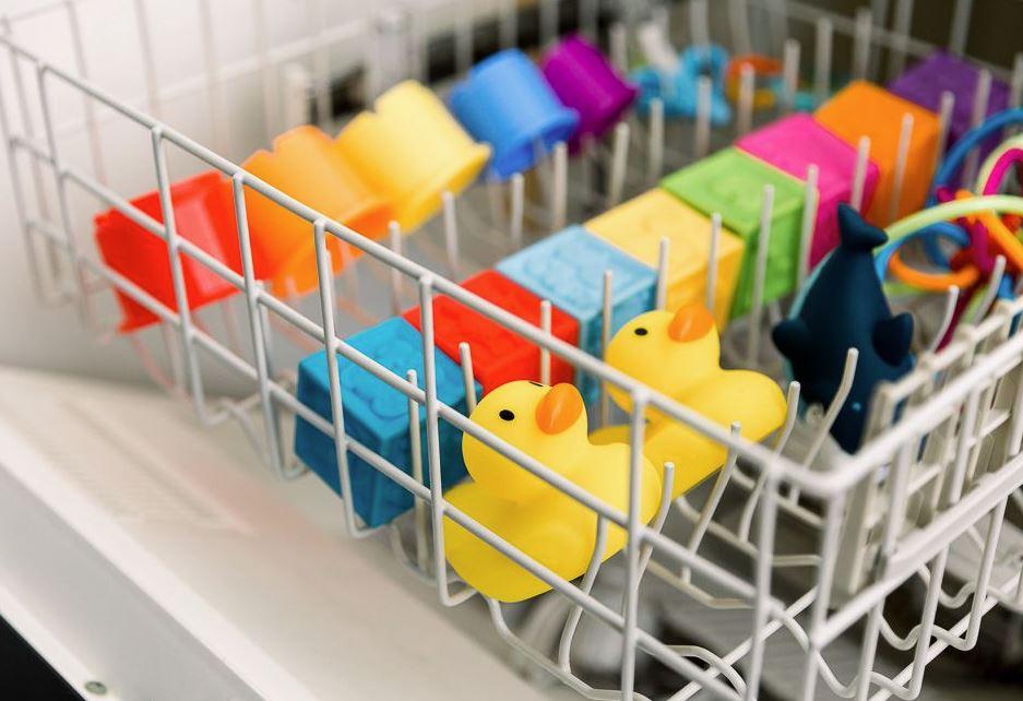 lavar juguetes lavavajillas