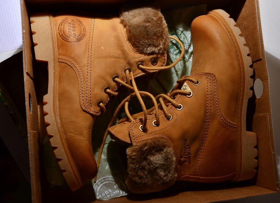 limpiar botas tipo panama jack