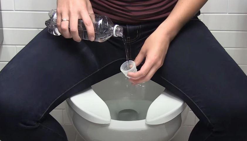 limpiar copa menstrual en baño público