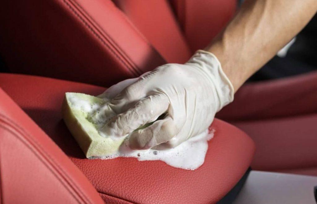 limpiar mancha de chocolate en coche