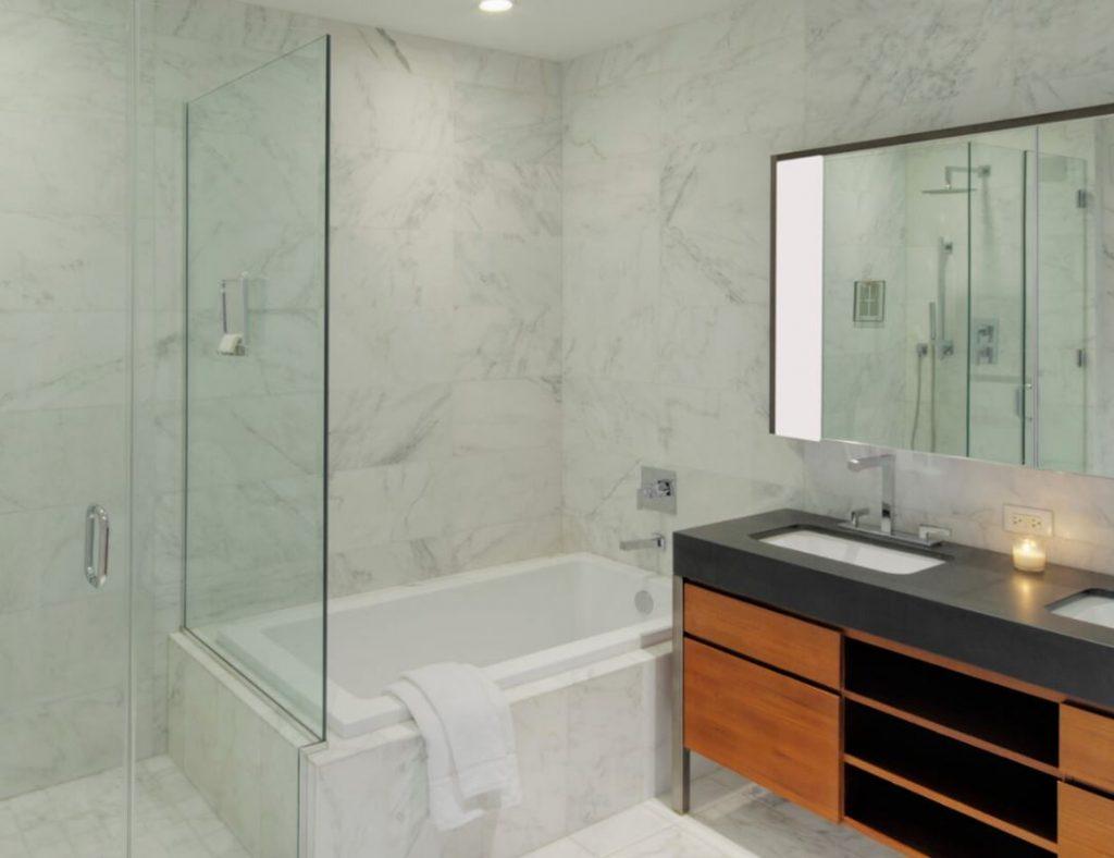 limpiar muebles de marmol del baño