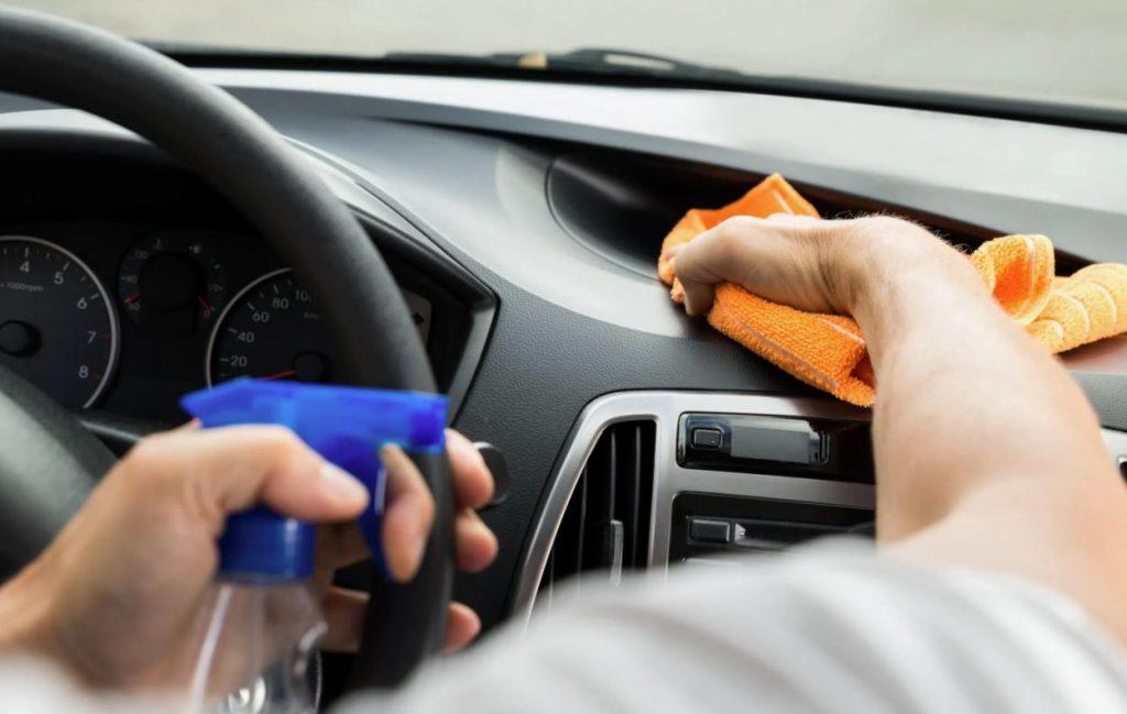 limpiar salpicadero coche casero