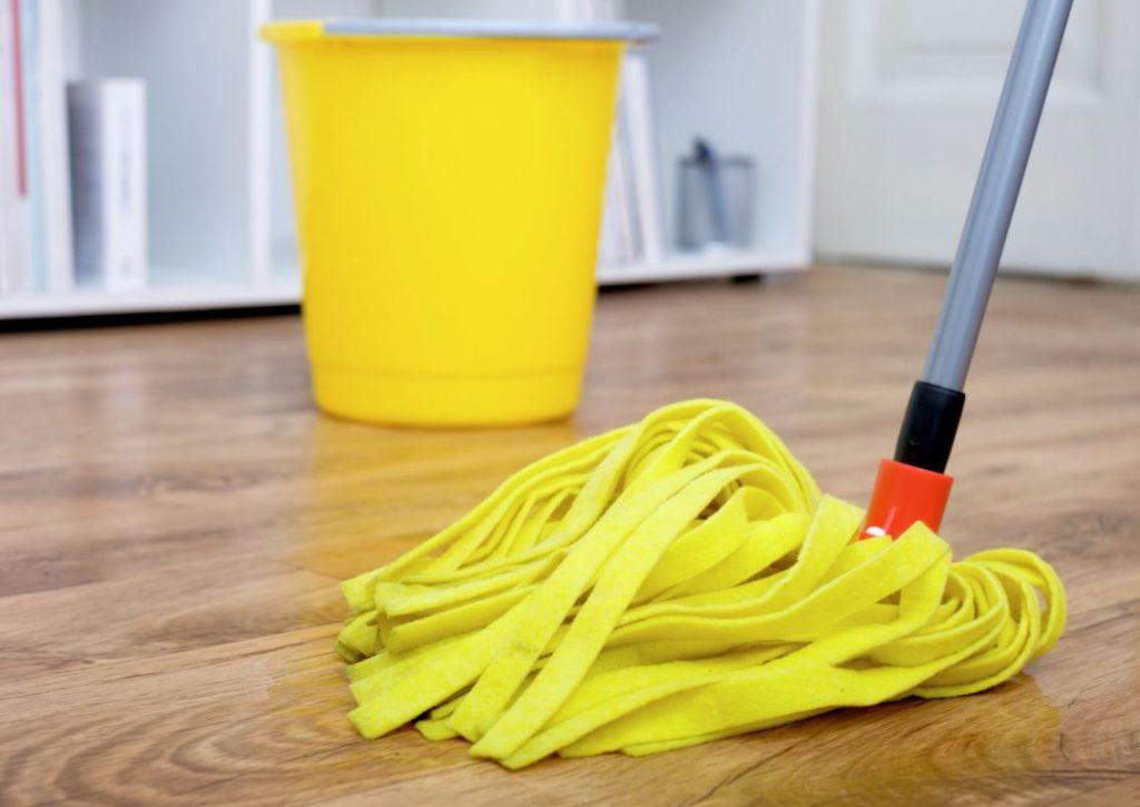 limpiar suelo madera vinagre