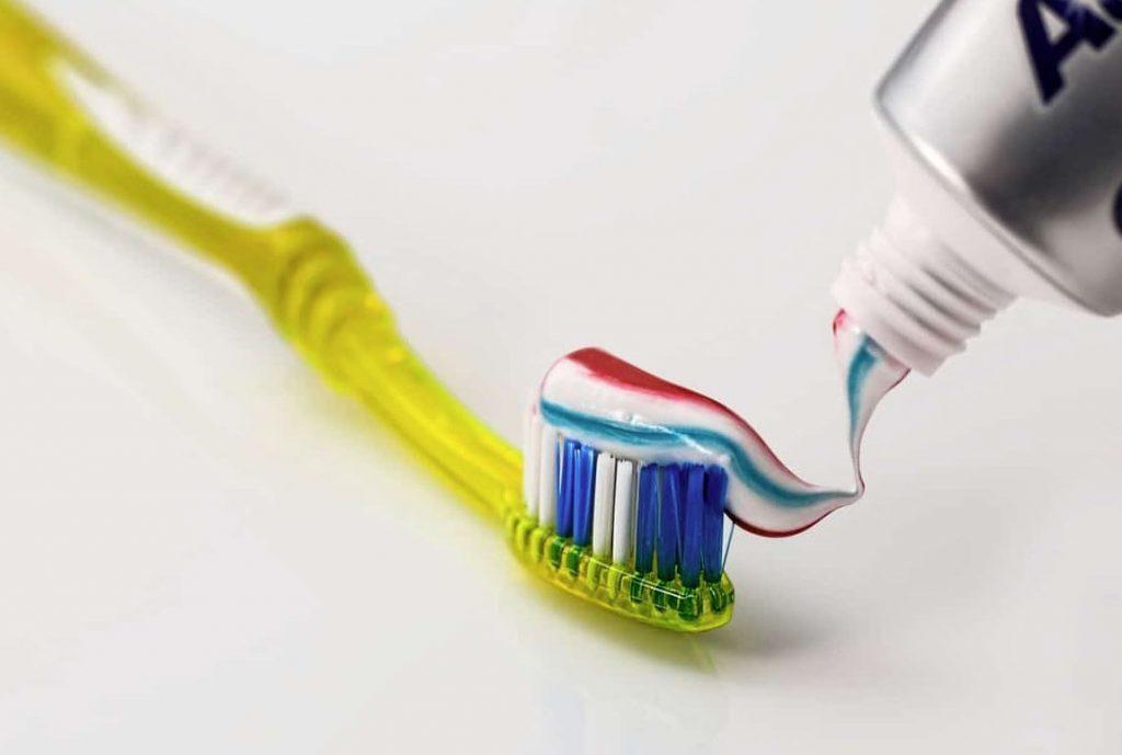 pasta de dientes para los huecos de la pared