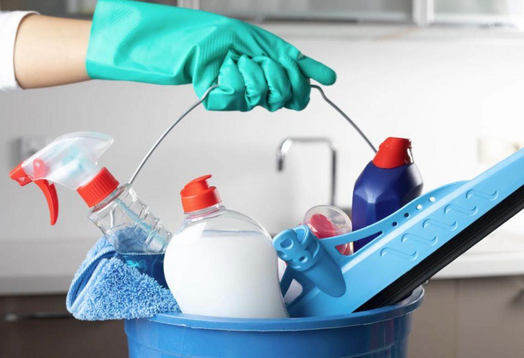 productos para limpiar muebles de baño
