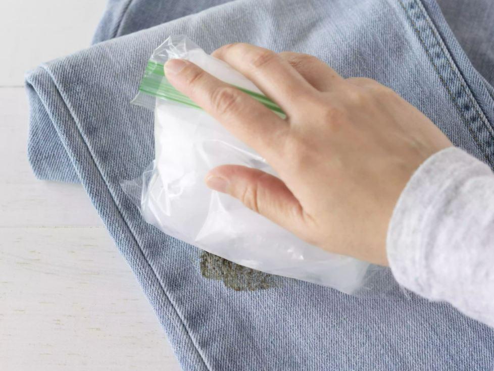 quitar alquitran de la ropa con hielo